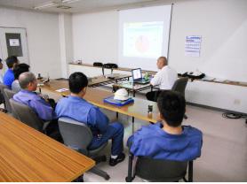 定期的に協力会社様にも交通事故防止講習会に 参加して頂いています。